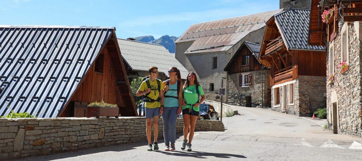 Promenade dans le village de Villard-Reculas